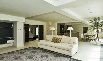 8104007-sittingroom1